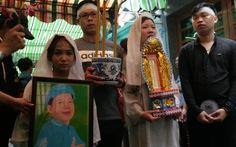 Tiễn đưa nghệ sĩ Khánh Nam trong cơn mưa Sài Gòn buổi sớm