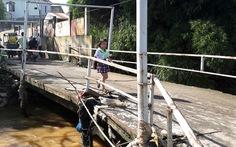 Rùng mình khi đi cây cầu qua suối Săn Máu