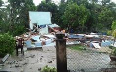 Quảng Nam lốc xoáy làm sập nhà, ba cha con bị thương nặng