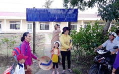 Người dân đòi lại đất hiến xây trường, học sinh bơ vơ