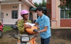 Tuổi Trẻ đưa hàng cứu trợ đến vùng lũ Bình Sơn - Quảng Ngãi