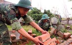 Hành quân từ biên giới đến giúp dân vùng bão