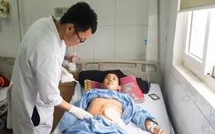 Cứu sống bệnh nhân Lào bị trúng 9 viên đạn ở ngực, bụng