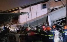 Sập mái hiên công trình siêu thị, bốn người bị thương