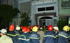 1 người chết, 7 người mắc kẹt trong đám cháy rạng sáng