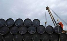 IEA: Khối lượng dầu thô dự trữ của thế giới giảm mạnh