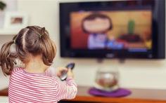 Những tác hại khi trẻ xem ti vi, điện thoại nhiều