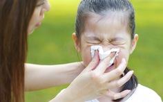 Sữa chua uống men sống giúp trẻ phòng cảm cúm, ngừa táo bón