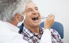 Làm gì để gìn giữ sức khỏe răng miệng ở người già