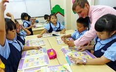 Dùng thiết bị hỗ trợ nghe nhìn để dạy học chỉ có lợi, tại sao lại cấm?