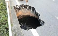 Hố 'tử thần' xuất hiện giữa quốc lộ 18 tại Quảng Ninh
