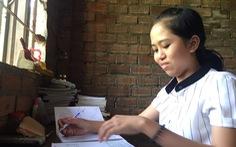 Hai cô gái nhỏ mang ước mơ thoát nghèo cho gia đình