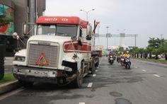 Đà Nẵng: Xe container mất lái, rơi thùng giữa đường