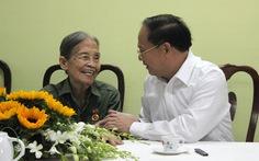 Trao huy hiệu 70 năm tuổi Đảng nhân ngày Quốc khánh
