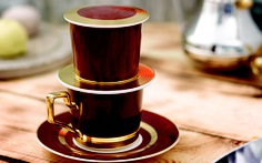 Độc đáo phin cà phê sứ mạ vàng