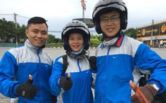 Chạy xe máy 1.800km xuyên Việt không dùng tiền mặt