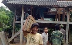 Dân tháo nhà sàn kiên cố, hiến đất dựng trường học