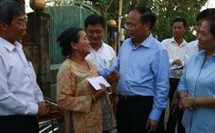 Lãnh đạo Thành ủy TP.HCM thăm hỏi người dân bị ảnh hưởng do bão