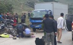 Xe 5 chỗ chạy tốc độ cao va chạm xe tải, 4 người chết