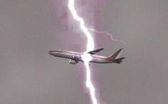 Máy bay bị sét đánh có đáng sợ?