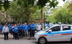 Hàng trăm tài xế taxi Ba Sao đình công