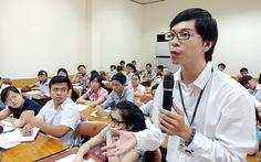 Sinh viên vô hội đồng trường: 'Chẳng giải quyết được gì'?