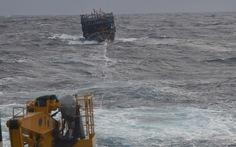 Hải quân VN cứu nạn 6 ngư dân ở Hoàng Sa