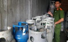 Bắt quả tang cơ sở sang chiết hơn 200 bình gas lậu