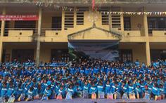 Hơn 1.500 áo ấm và 1.420 đôi ủng cho thầy trò Mường Tè