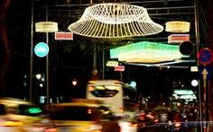 Trang trí đèn đường phố cần hạn chế bớt nhà tài trợ