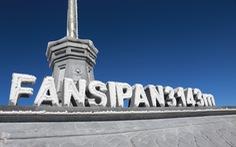 Mưa tuyết phủ trắng đỉnh Fansipan đẹp như cổ tích