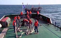 Cảnh sát biển cứu tàu cá cùng 8 thuyền viên vùng biển động