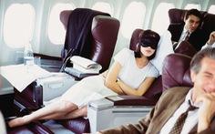 6 cách để ngủ ngon khi đi máy bay