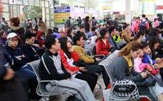 Hà Nội nườm nượp người dân ra bến xe về quê