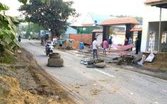 Ngày cuối năm, dân Biên Hòa lại chặn xe ben chở đá