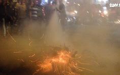 Cháy xe máy ở đường vào trung tâm Sài Gòn, nhiều người nhốn nháo
