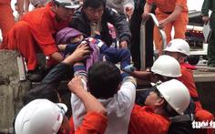 Vượt sóng 3m đưa bé 8 tháng vào bờ cấp cứu