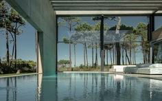 Ngắm biệt thự đá - kính - gỗ thoáng đãng ven biển Lisbon
