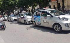 Taxi Hà Nội yêu cầu dừng khẩn cấp Grab-Uber