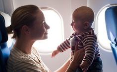 17 điều cha mẹ cần biết khi mang con trẻ lên máy bay