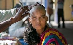 Người nghèo bán tóc kiếm cơm, người giàu làm điệu từ tóc giả