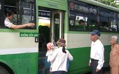 Người trên 70 tuổi phải mua vé khi đi xe buýt?