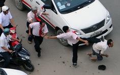 Lỡ đụng xe, mỗi người nhịn một chút có đâu đánh nhau?