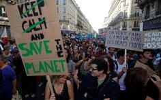 Đồng loạt xuống đường đòi ưu tiên chống biến đổi khí hậu