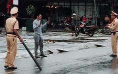 Khống chế thanh niên nghi 'ngáo đá' vác dao diễu phố