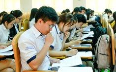 Trường quy định mặc trang phục lịch sự, sinh viên 'ấm ức'