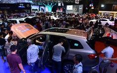 Nhiều xe hơi 'kéo nhau' tăng giá đầu năm