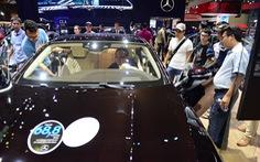 Dân Sài Gòn rủ nhau mua vé đi xem xe hơi