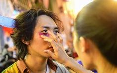 Bạn trẻ Sài Gòn hóa trang tại phố Tây trước dịp lễ Halloween