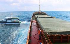 Quảng Nam: tạm giữ tàu hàng cùng 3.000 tấn than trên biển